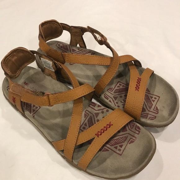 a2935fdaae2f Merrell Womens Sandspur Brown Sugar Leather Strap.  M 5b9320d445c8b33955fd4483